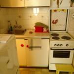 kis lakás előtte konyha