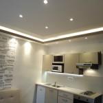 kis lakás modern álmennyezet konyhába