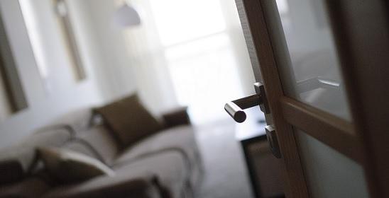 nappalira nyíló ajtó