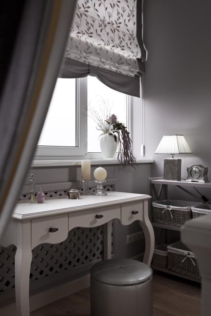 Fésülködőasztal klasszikus stílusú hálószobában