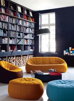 Színes babzsákfotelek nappaliban