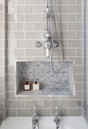 Dekoratív falfülke fürdőszobában