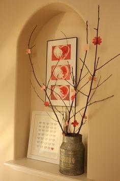Falfülke dekorációkkal