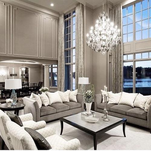 Szürke árnyalatok klasszikus stílusú nappaliban