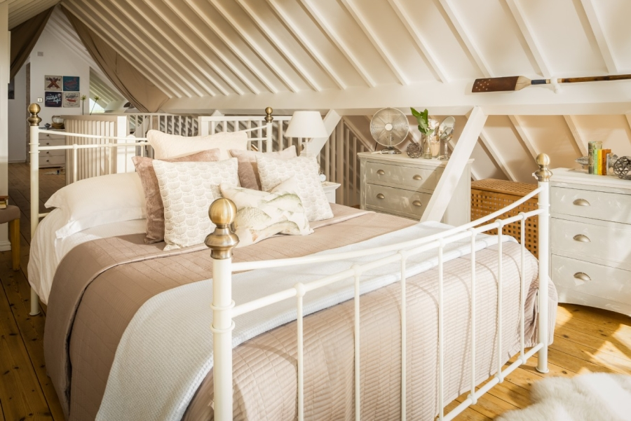 Otthonos nyaraló emeleti hálószoba