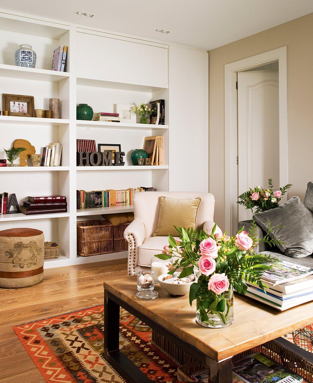 Eklektikus, modern nappali meleg színekkel