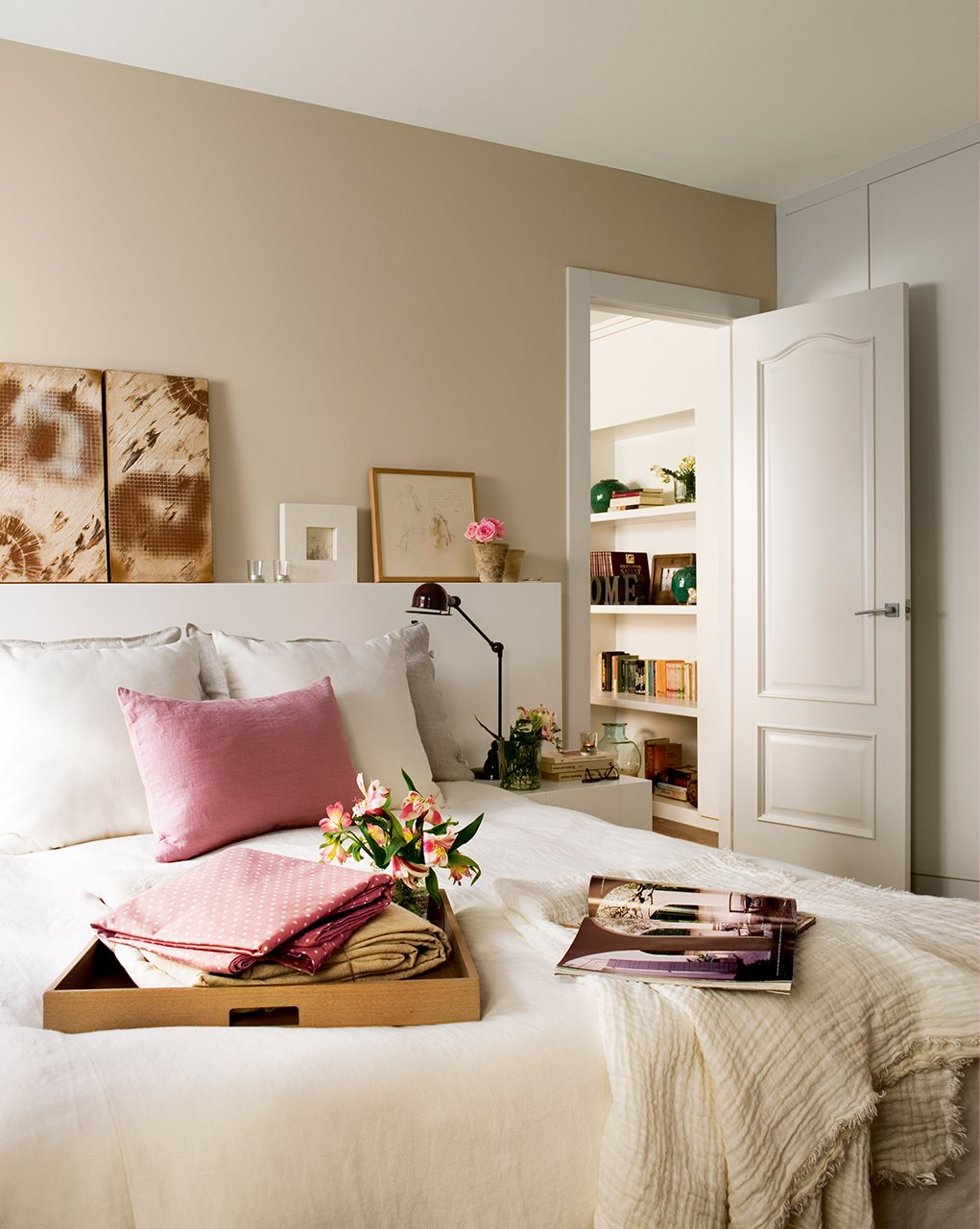 Púder színű hálószoba