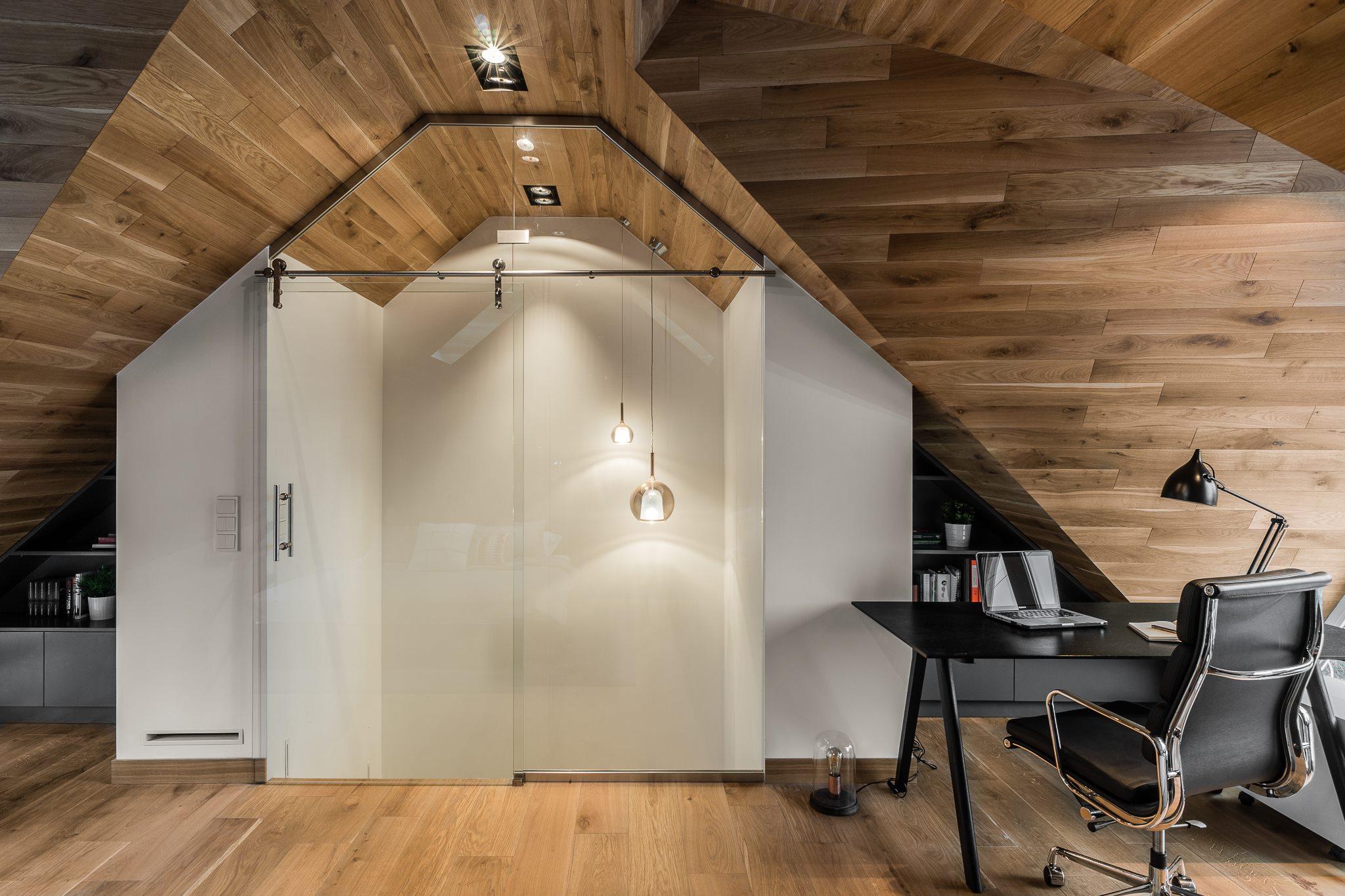 Tetőtéri férfias, minimalista háló