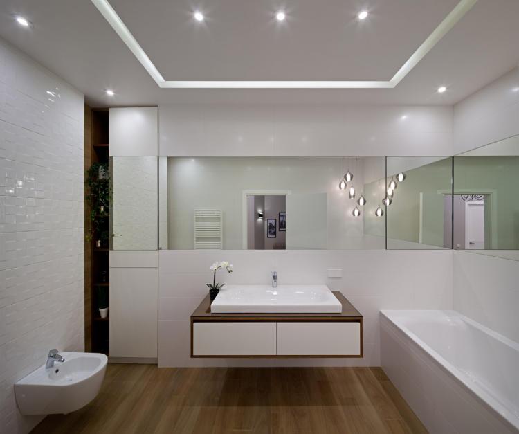 Fürdőszoba L-alakú tükörrel