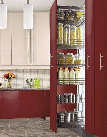 Kihúzható kamravasalat modern konyhaszekrényben
